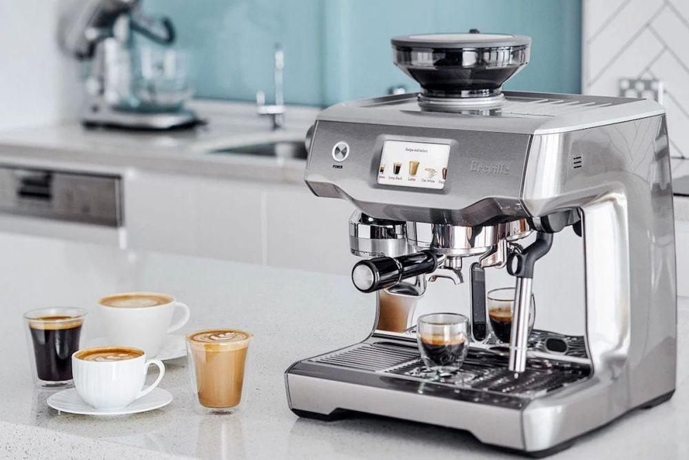 een espressomachine en espresso