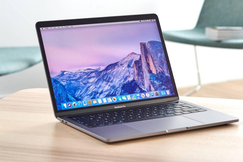 de nieuwe Apple Mac Airbook op een tafel